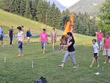 Mut und Übermut beim Feuerlauf (Symbolbild)